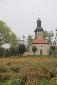 Wiese vor der Kirche Herbst 2016