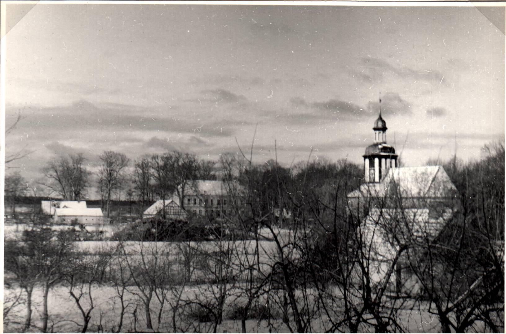 Blick von der Kirche zum Schloß Rieth über die alten Gärten in Rieth